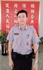 水林所警員吳炳漢熱心協助迷路老婦,並安全交付其家人,獲得社區民眾讚許與肯定。(記者陳昭宗拍攝)