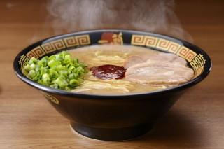 許多人遊日本必吃的一蘭拉麵,19日正式宣布,將在6月15日上午11時,於台北市信義區松仁路的店面上開幕,而該店採24小時全年無休營業制,亦是一蘭拉麵來台展店的賣點。(圖/一蘭拉麵Facebook)