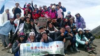 大華中學學生別出心裁的畢業旅行,81名高二學生攀登海拔3886公尺的台灣第二高山雪山主峰。