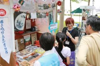 民眾攜家帶眷來參與博物館節活動。(圖/台南市政府提供)