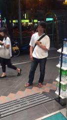 色狼跑到店門口堵人,不讓受害女子離開。(圖/翻攝自爆料公社臉書)