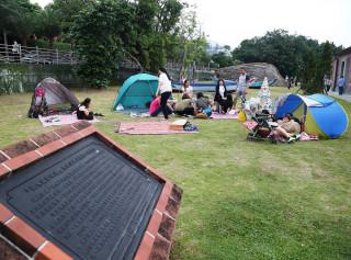 淡水古蹟博物館歡迎民眾在端午節連假帶粽子來海關碼頭草地野餐。(圖/淡水古蹟館提供)
