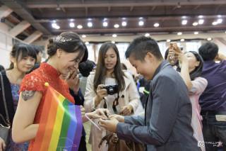 台北市長柯文哲表示,在民法修法程序完成前,北市府員工內若有同志,只要有同性伴侶註記,一樣可請婚假、陪產假,但效力可能無法推行至私人機構。(圖/資料照片)