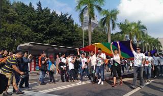 大法官24日針對台北市政府、祁家威聲請的同性婚姻釋憲案,作出釋字第748號解釋,宣告《民法》不允許同性結婚的規定違憲,主管機關應以法律保障同婚。不過大法官也未明定應另立專法或修改《民法》保障同性婚姻權益。此項釋憲亦代表台灣創亞洲之先,成為官方支持保障同性婚姻權益的國家。(圖/Wikipedia)