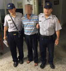 男子多次酒後駕車遭警方查獲,令警方不禁搖頭嘆息。(記者陳昭宗拍攝)