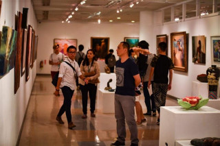 長榮大學美術系105學年度系展在長榮藝廊,有90幾件作品展出。