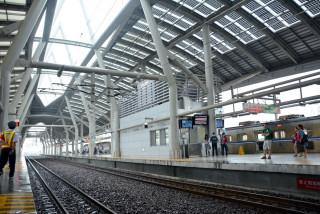 改善月台綠建築,增設風雨遮蔽設施(圖/屏東縣政府提供)