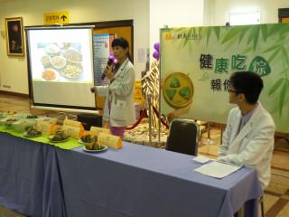 劉香蘭主任指出:慢性疾病者,尤其避免選用蛋黃及五花肉,可挑選栗子及瘦肉內餡為佳。