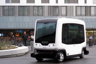 台灣大學26日宣布7月就會在水源校區進行無人駕駛巴士行駛測試,無人駕駛巴士車型則是法國Easy Mile公司的 EZ-10 Easy Mile。(圖/Wikipedia)