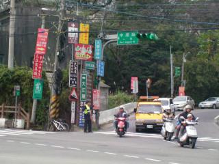 龍潭分局為因應端午連續4天假期交通疏導作為,加強交通疏導及會場安全維護。
