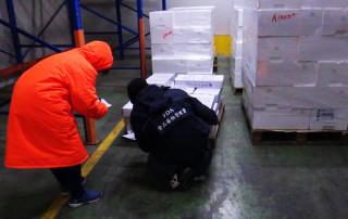衛生局呼籲食品倉儲物流業者,應落實食品驗收制度,確認產品效期,掌握先進先出原則,務必遵守食品安全衛生管理法之規定。(圖/高雄市政府衛生局提供)