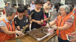 傳承阿嬤手作美味 和平國小學生挑戰包粽