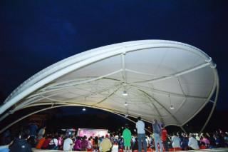 山子頂公園是平鎮第一座天幕活動場,可以遮陽、避雨,讓公園的使用率提高60%以上。