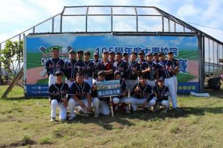 崑山科大壘球隊發揮團體精神與團隊默契奮戰到底,冠軍賽五戰全勝。