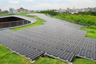 推動綠能產業發展,北市率先取得再生能源憑證。