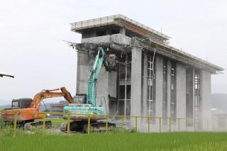宜蘭縣政府強制拆除違規農舍。(圖/宜蘭縣政府提供)