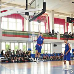 縣長盃籃球錦標賽昨開打。(記者許素蘭/攝)