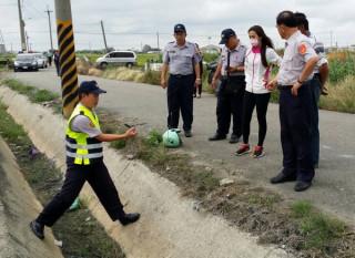 水林鄉西井村產業道路發生死亡車禍,警方看著年輕的生命消失,相當不捨。(記者陳昭宗拍攝)