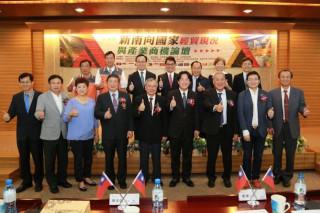 新南向國家經貿現況與產業商機論壇,市長賴清德提、多元、合作、雙贏4項原則。(圖/台南市政府提供)