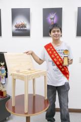 南華大學聽障生李政軒熱愛生命,榮獲「總統教育獎」,曾獲第九屆國際展能節競賽家具木工類金牌獎
