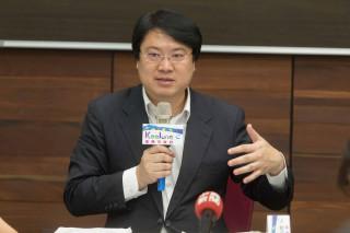 林右昌在市務會議後記者會說明救災情況(圖/基隆市政府新聞科提供)