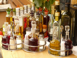 食藥署6日公告,2018年7月起製造的食用醋須依其原料、製程,須標示為「調理醋」、「合成醋」,違者最重罰400萬元。(圖/Pixabay)