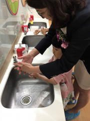 衛生局提醒民眾,防範流感應建立正確衛生習慣,勤洗手並確實以肥皂搓洗至少20秒。(記者許凱涵攝)