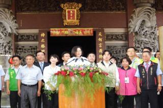蔡英文總統在臺南新營太子宮說,改革的進度有快有慢,政府會展現決心,「乎我一點時間,我答應的代誌,一定會去做」。(圖/記者黃芳祿攝)