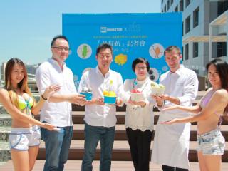 台南晶英酒店總經理李靖文、法籍甜點主廚羅倫與Ice Monster 董事長羅駿樺(左三)邀您今夏一起品嚐創意冰品。