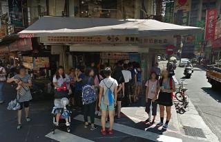 台北公館商圈著名的「陳三鼎黑糖青蛙撞奶」的愛玉,被北市衛生局驗出違法添加防腐劑。(圖/Google Map)