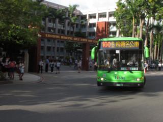 ▲考季將臨,高適交通局與客運業者合作推出主題公車,為乘客們祈福。(圖/記者潘姿瑛攝)