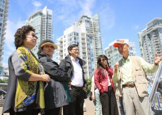 ▲市長陳菊率領幕僚參訪溫哥華,汲取該地由工業區轉型為綠色宜居城市的經驗及開發策略。(圖/高雄市政府提供)