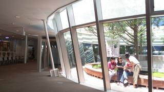 ▲高雄市立圖書館辦理青春逗陣學堂,期望對拓展學員視野、生命態度及未來生涯有所助益。(圖/記者許凱涵攝)