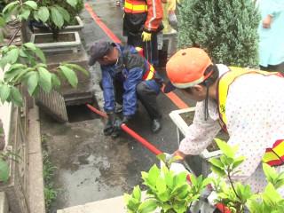 梅雨汛期雨勢大 環保局加強清溝