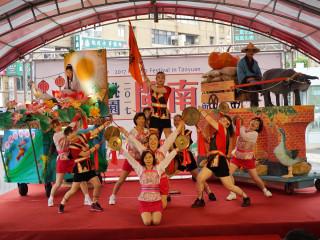 「2017桃園閩南文化節」開跑記者會在民俗技藝活動跳鼓陣中揭開序幕。