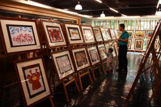 南投與杭州兩岸親子文創展於文化局展示。(記者扶小萍攝)