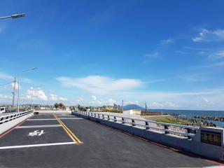 ▲彌陀區海尾橋預計6月底完工通車,將與文安橋一齊完善彌陀當地交通系統。(圖/記者曾憶慈攝)