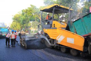 瀝青混凝土加鋪路面(圖/台北市政府工務局提供)
