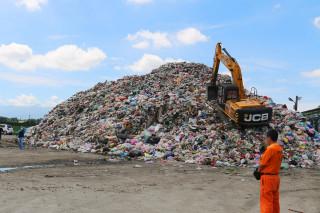 堆積如山的垃圾成為雲林縣政無解的習題?(記者洪一刀拍攝)