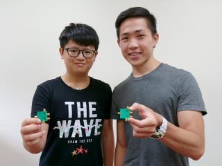 圖:中正電機所學生連續十年在國際微波會議奪獎 (左至右:陳榮傑、楊昕諺)