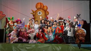 紙風車基隆港上演「雞城故事」,體會愛與合作的重要性