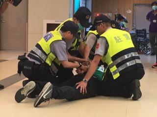 桃園市辦理「醫療暴力應變機制示範聯合演習」,強化醫院第一線人員應變能力及熟悉相關流程。