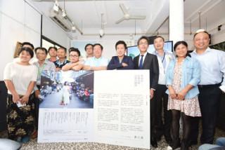 桃園市長鄭文燦前往八德區八塊畫室咖啡館,出席「《桃園誌》兩週年改版發表會」。