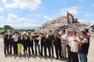 斗六市長謝淑亞、縣議員林聖爵及多位民代希望縣府及中央環保署想想更好的辦法。(圖/擷自謝淑亞臉書)