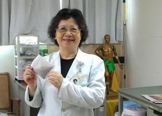 南投醫院中醫科主任顏素美籲民眾利用三伏天治過敏等。(記者扶小萍攝)