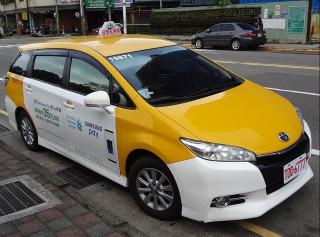 交通部已預告修正《汽車運輸業管理規則》,預計最慢年底前會適度放寬計程車車型限制,所以街頭上充斥Toyota Wish計程車的景象,未來可能會有所變化。(圖/Wikipedia)