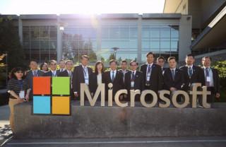桃園市長鄭文燦率市府團隊,在西雅圖參訪微軟公司總部。