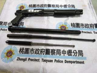 警方破獲霸占物流路線牟取暴利的天道盟太陽會新莊組,起出犯罪工具。