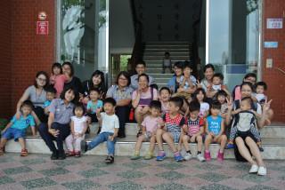 中壢親子教育團團員帶著滿懷欣喜及好奇,參訪楊梅警察分局。