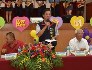 林明溱縣長希望社區達到預防家暴的功能。( 記者扶小萍攝)